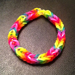 rainbow-loom-fishtail-rainbow